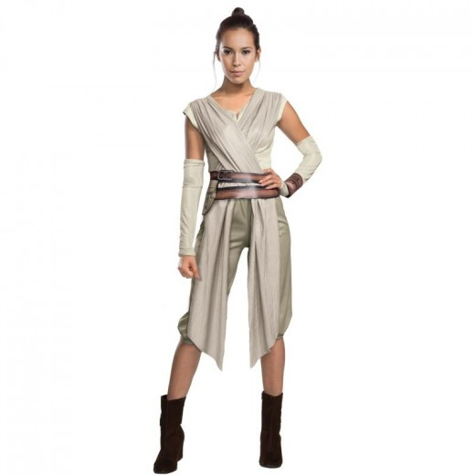 Rey's costume from Star Wars: The Force Awakens is great