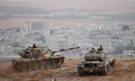 Turkish tanks along the border of Syria