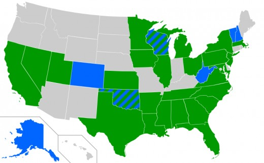 (c2) Map showing each state that Democratic candidates Hillary Clinton and Bernie Sanders have won or are predicted to win. Hillary (green), Sanders (blue), unknown (gray). CC BY-SA