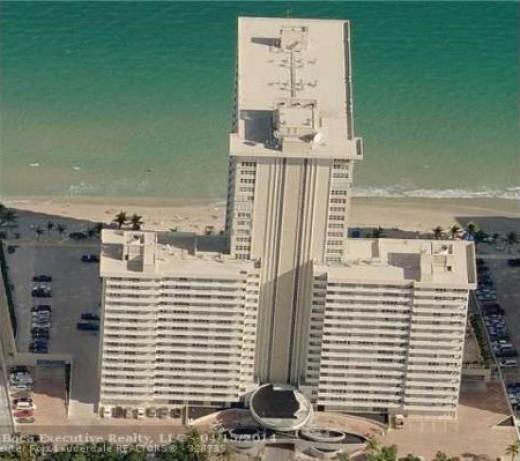 Playa Del Sol Building on Galt Ocean Mile