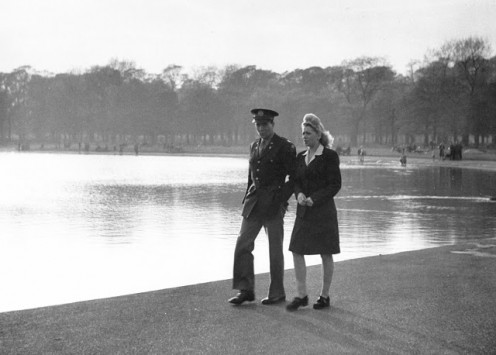US officer walks  girl by Serpentine  pond in Hyde Park.