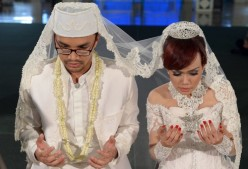 Should Christians Marry Unbelievers Like Atheists & Muslims?