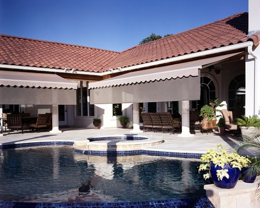 Here is an elegant looking patio and pool side made more usable through the retractable awnings that were installed.  Photo by http://www.flickr.com/photos/29936428@N02/2802374095/