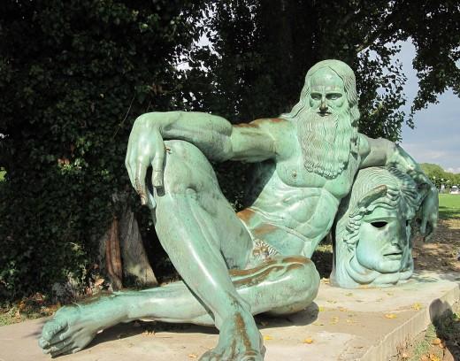 Statue of Leonardo Da Vinci  (Amboise, France)