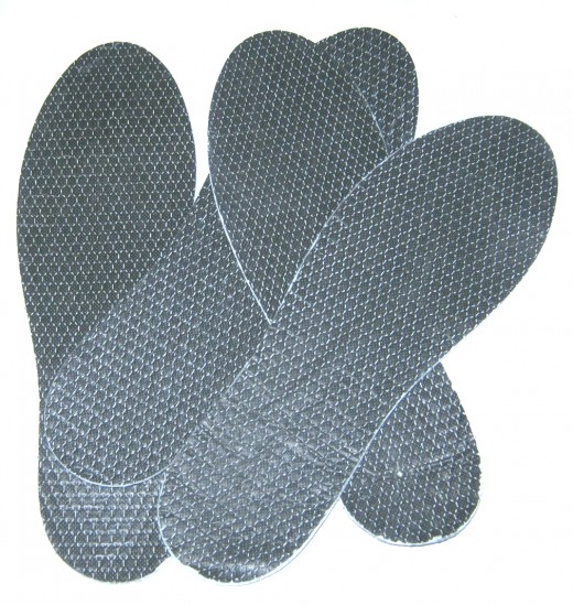 Charcoal inner soles absorb foot odor.