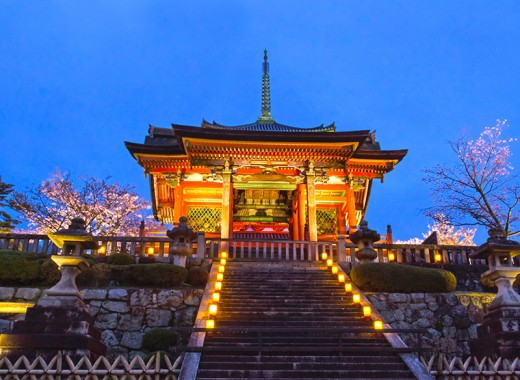 Entrance to Kiyomizu Temple.