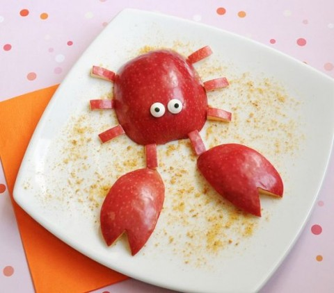 Uncle crabs You only need 1 red apples along with 2 staff marshmallow candy are enough.