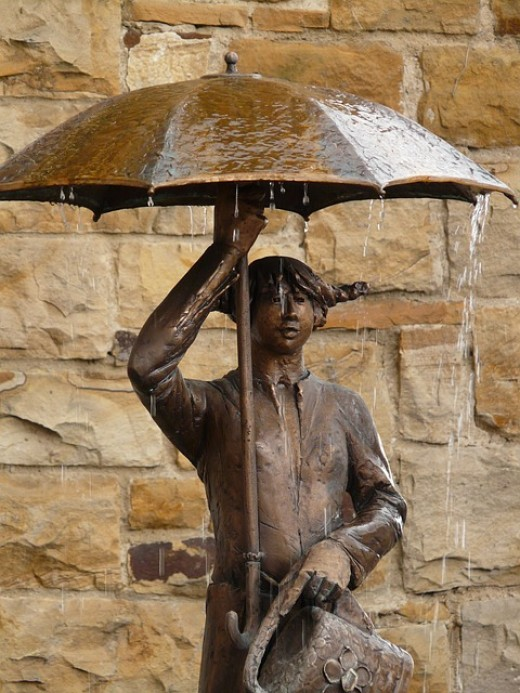 I wonder if anyone ever stands under this statue to get away from a downpour?