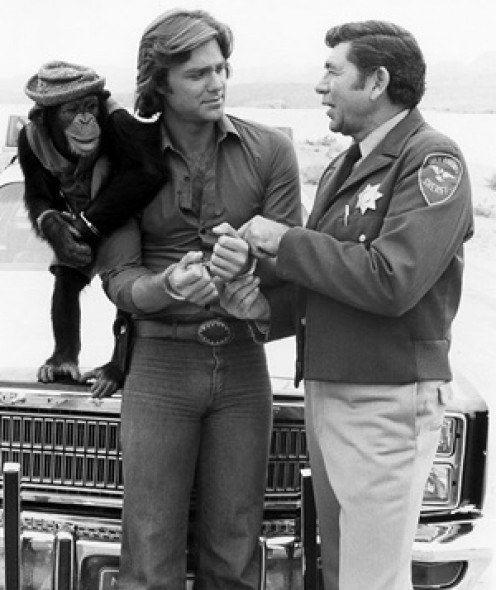 Trucker BJ McKay (Greg Evigan) runs afoul of Sherri Elroy P. Lobo (Claude Akins)  in The Misadventures of Sheriff Lobo