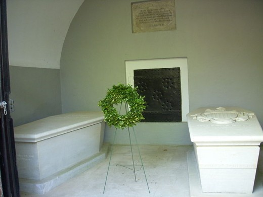George Washingtons memorial tomb