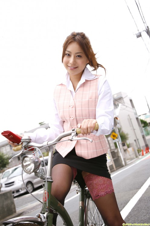 Is Mika Inagaki ready to ride a bicycle?