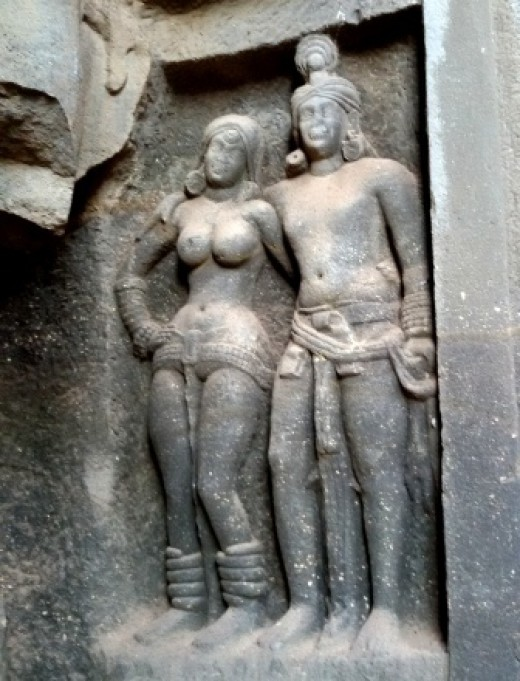 A pair of human figures (Mithuna Murti 1)