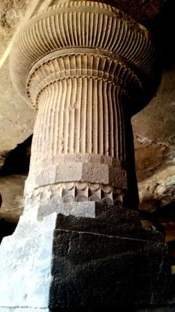 Decorated pillar, Cave 1