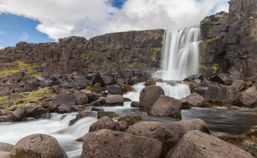 The 20 meter high waterfall flows from the Öxará river and is one of the most visited attractions in Þingvellir National Park