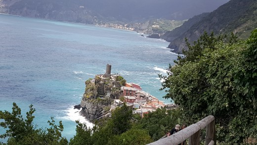Photo taken in hiking trail between Corniglia and Vernazza - Approaching Vernazza