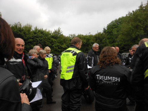 Mike doing his brief for the day before we set off!