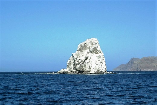 The big 'white rock' guards the northern entrance to Agua Verde