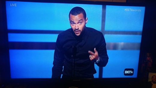 Jesse Williams speaking  after receiving the humanitarian award.