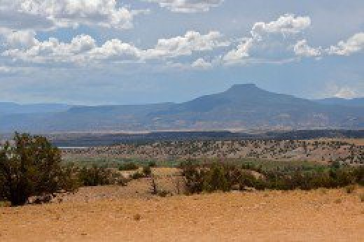 The Cerro Pedernal is a very noticeable natural landmark in north, central New Mexico