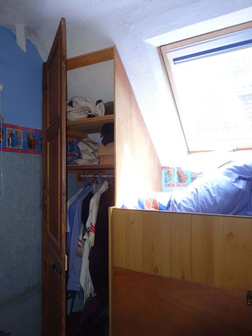 Full length door, with two top shelves above the wardrobe area.