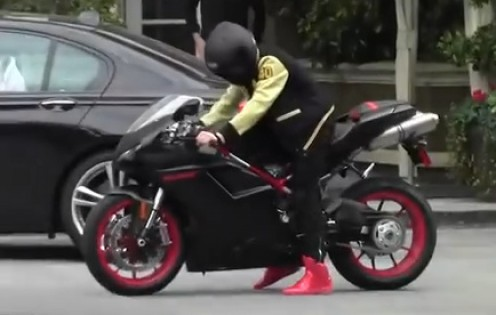 Not all famous people ride around on flash bikes like the Bieber.  They secretly ride around on ordinary looking scooters. Probably driving past you now though you'd never know.