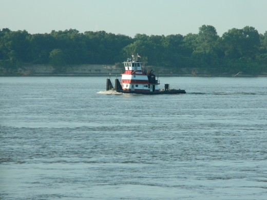 One of the many tugs plying their trade on Ol' Man River