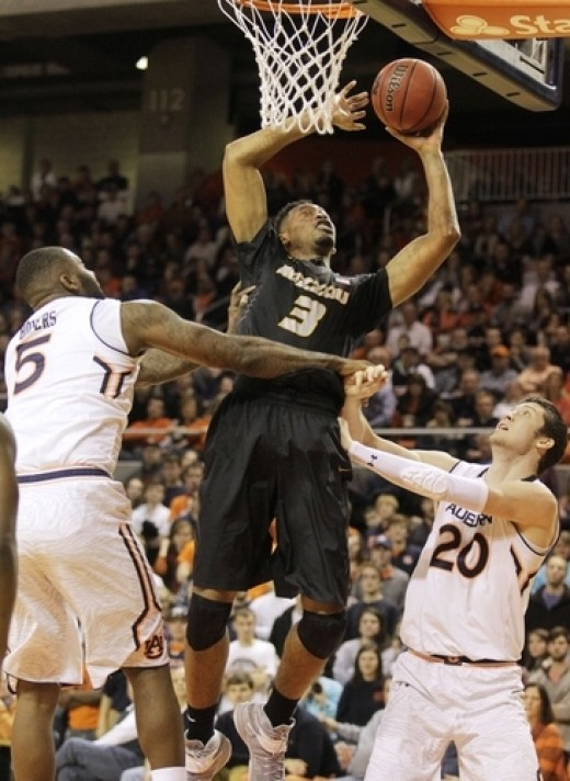 Jonathan Williams will need to replace Damantas Sabonis's production for the Bulldogs.