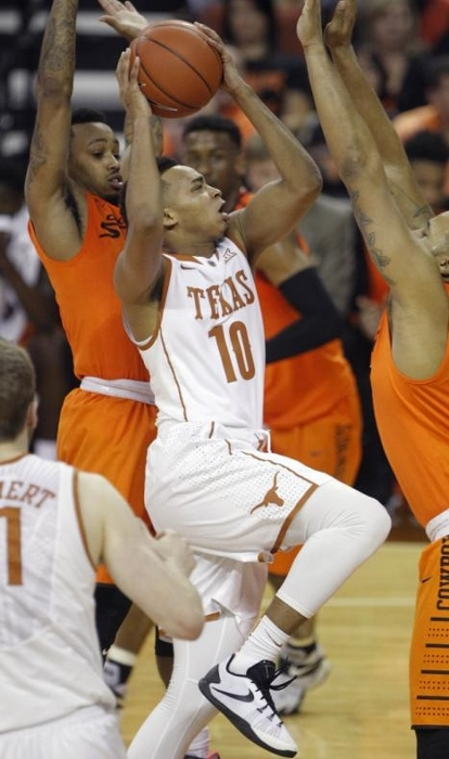 Sophomore Eric Davis Jr. will need to pass for a veteran for the Longhorns.