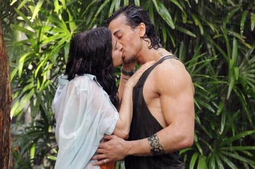 Tiger kissing Shraddha in Baaghi.