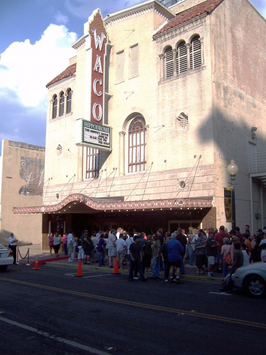 06/27/09-The historic Waco Hippodrome with a line for the Waco premiere of Risen: The Movie