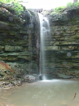 Spring Falls as seen from the front (in the Waterdown section of Hamilton). Note the moss on the left side.