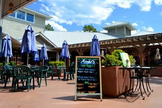 Hilton Head restaurants offer plenty of outdoor dining. © Scott Bateman