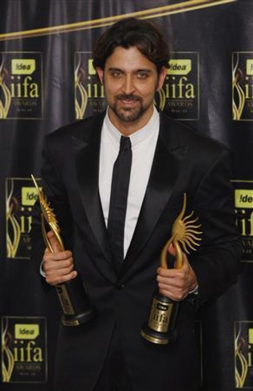 Hrithik Roshan received two IIFA awards; one for Best leading actor in Jodhaa Akbar and another for Best style icon in Macau, 2009