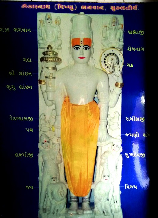 A picture of Omkareswar Vishnu displayed in the temple