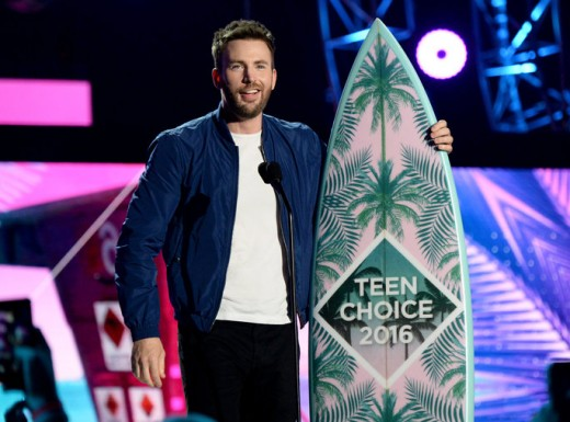 Chris Evans with his Teen Choice Award 2016