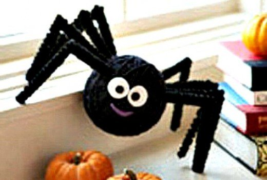 37 creepy spider craft ideas feltmagnet for Animated spider halloween decoration