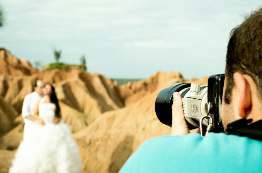 Having the right gear for the wedding is the first step in perfecting wedding photography.