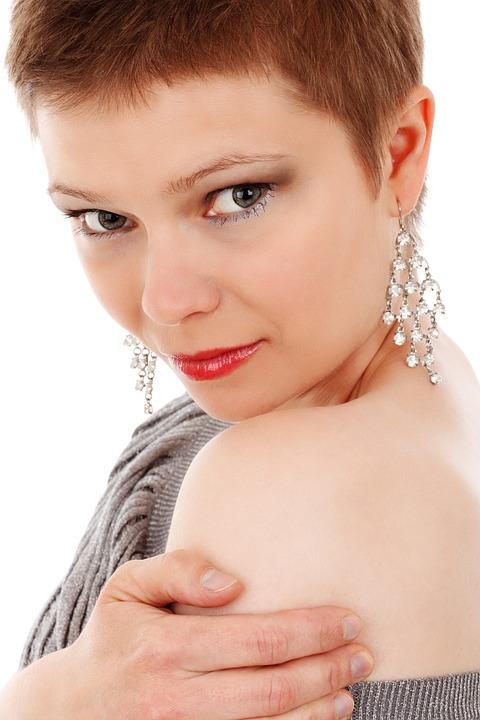 Curcumin is an anti-oxidant thus, helps tone the skin