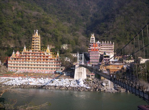 Laxman Jhula Bridge leading to the touristy part of Rishikesh (to the right)