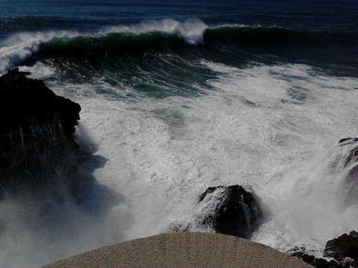 the waves at nazaré canyon