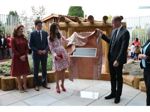 Catherine and William are watched by Canadian Prime Minister Justin Trudeau and wife Sophie Trudeau as they unveil a plaque at the Immigrant Services Society of British Columbia New Welcome Centre