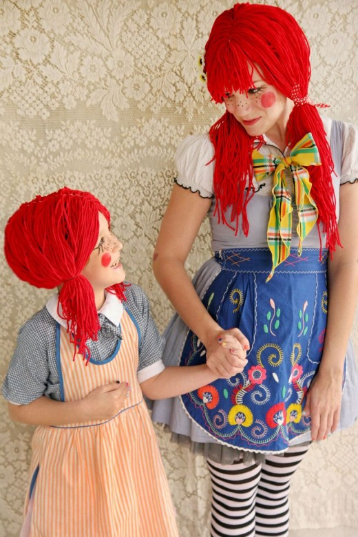 Lovely DIY rag doll mom & daughter costumes.