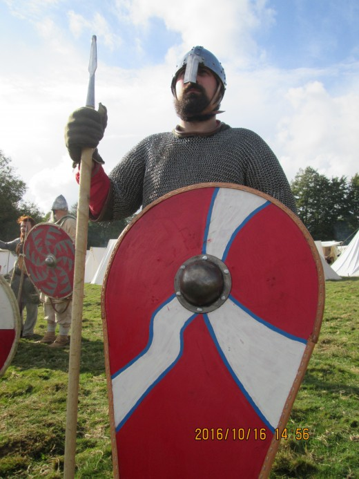 Close the the English camp, a huscarl shows off his kit-shaped shield.  Harold adopted this shape of shield after his 'visit' to Normandy a year or two before taking the crown