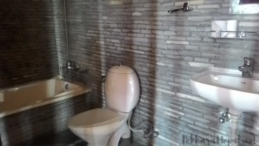 A bathroom in Lake City Hotel