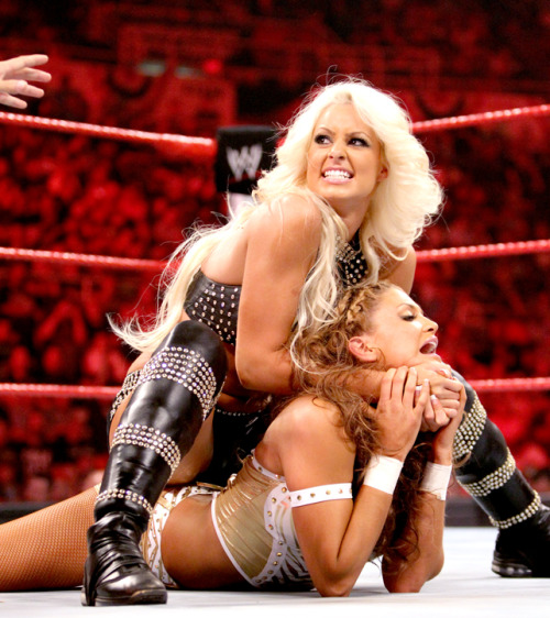 Maryse and Eve Torres