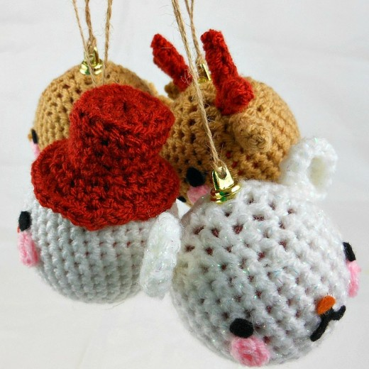 4 Christmas crocheted baubles, cute and perfect for decorating your Christmas tree.