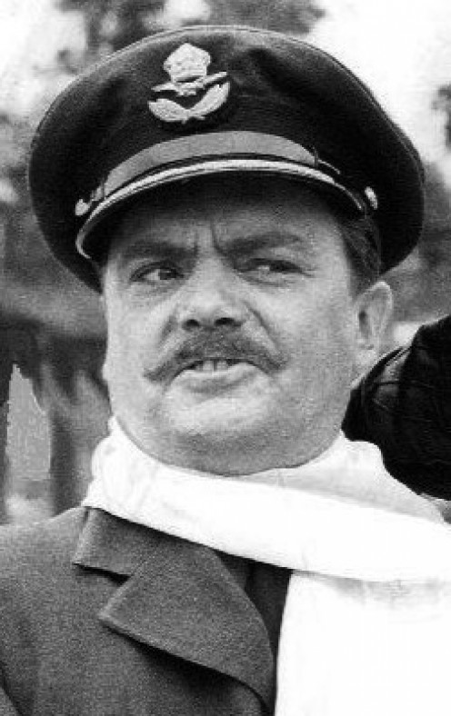 Bernard Fox was  Malcom Merriweather  the English visitor to Mayberry