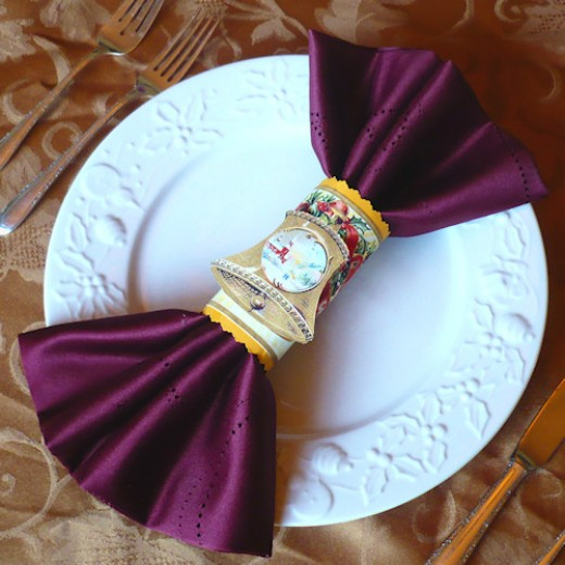 Christmas Napkin Rings with vintage images and colored paper.