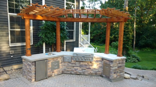 Outdoor kitchen with all the amenities for a great cooking experience.