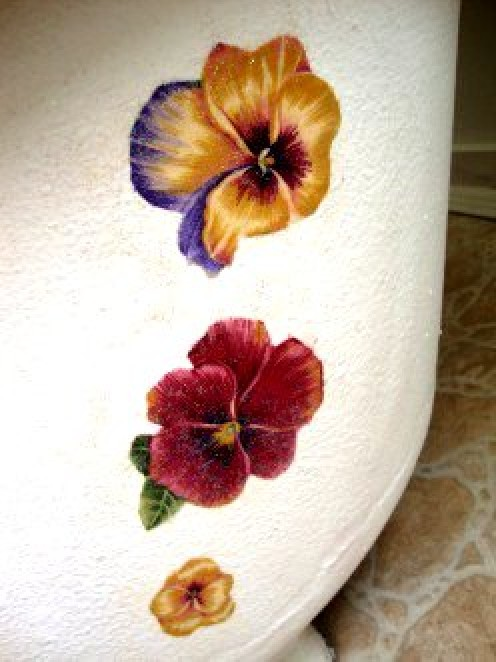 Decoupaged flowers pretty up a vintage bathtub. This thin fabric was the perfect medium to adhere to the tub's rough surface.